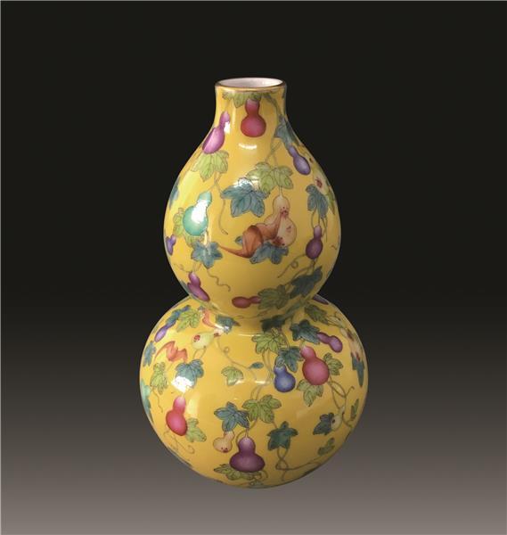 乾隆黄釉瓜蒂绵绵葫芦瓶